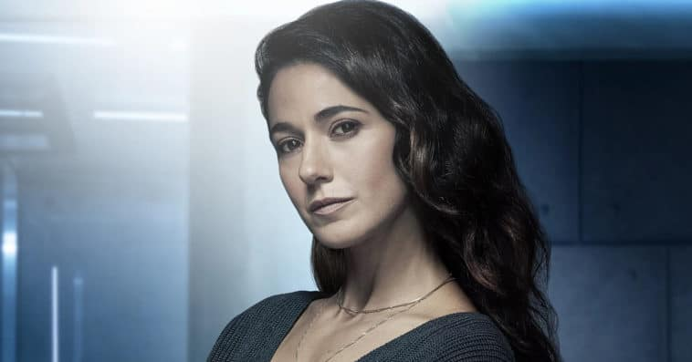 Superman & Lois casts Emmanuelle Chriqui as Lana Lang and fans can't hide their excitement 13