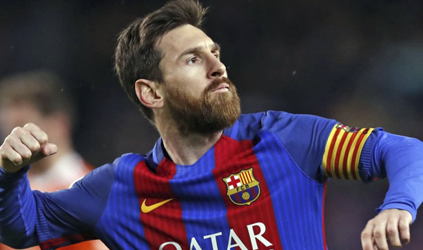 Football star Lionel Messi is meeting up with fans in Barcelona 12