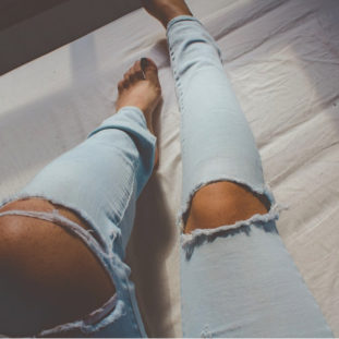 Ripped Jeans 84