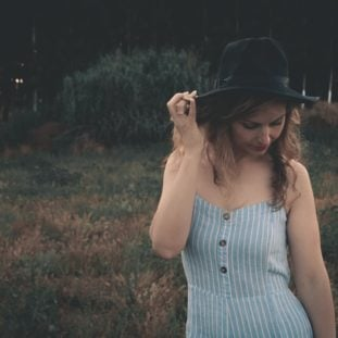 Summer dress with a wide-brimmed hat 22