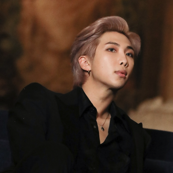 RM loves reading books and visiting museums. No wonder his IQ is 140! 39