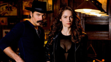 Wynonna Earp wins Favorite Sci-Fi / Fantasy Show at People's Choice Awards 13