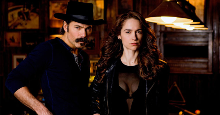 Wynonna Earp wins Favorite Sci-Fi / Fantasy Show at People's Choice Awards 12