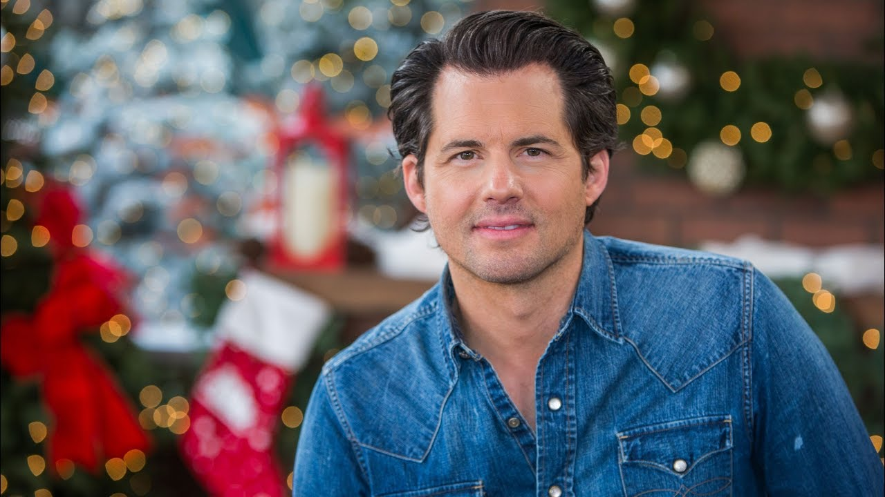 Kristoffer Polaha, who appears as the Handsome Man in Wonder Woman 1984, has appeared in six Hallmark Christmas movie thus far.