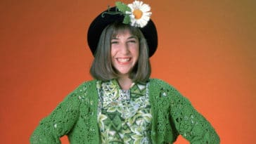 Mayim Bialik is trying to get a Blossom reboot greenlit 11