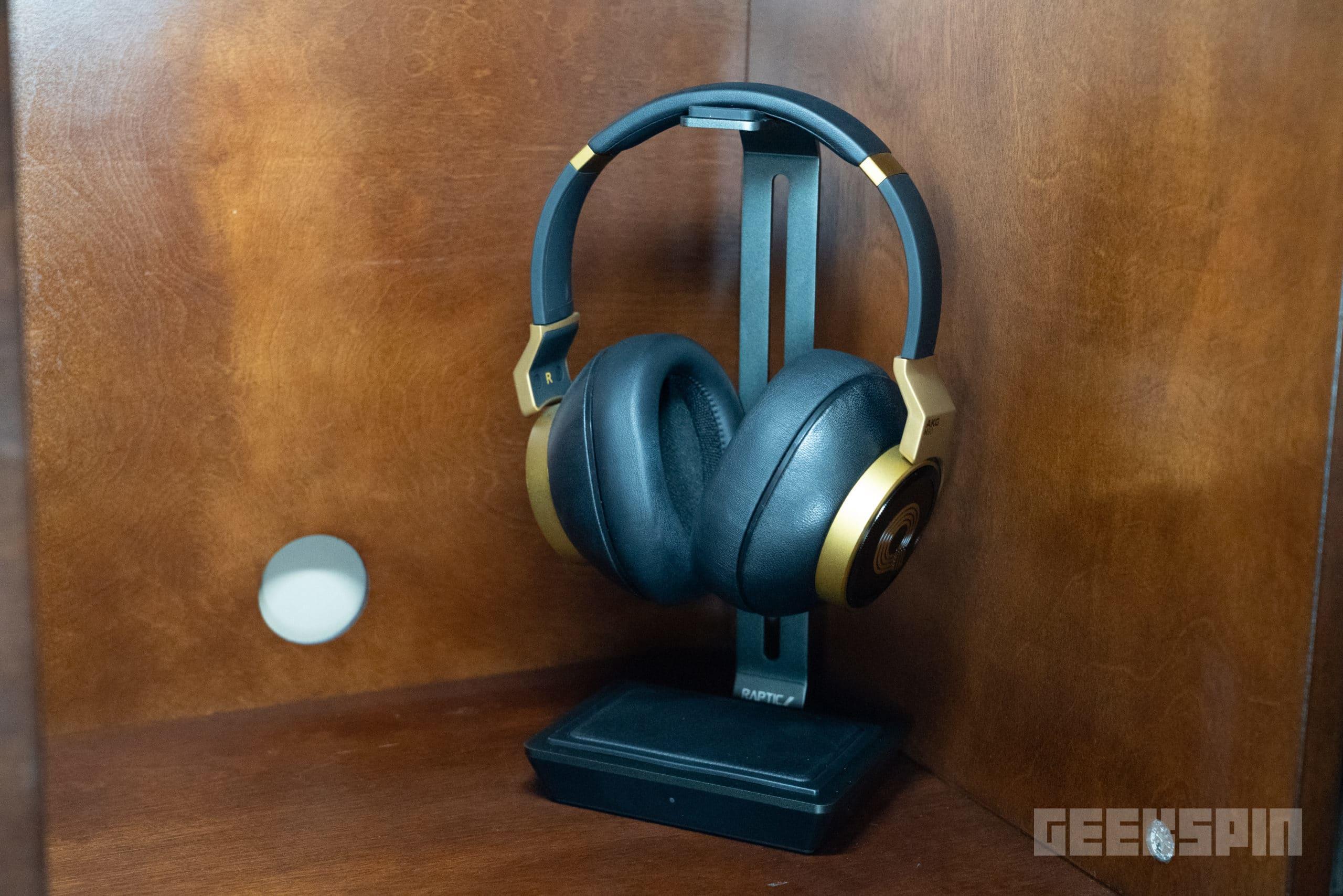 Raptic headphone stand