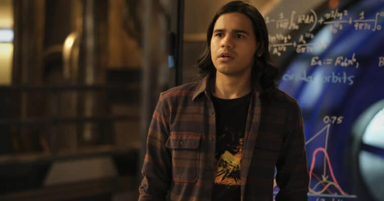 The Flash star Carlos Valdes explains why he decided to leave the show 15