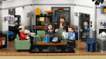 The LEGO Ideas Seinfeld set will transport fans back to '90s New York City 16