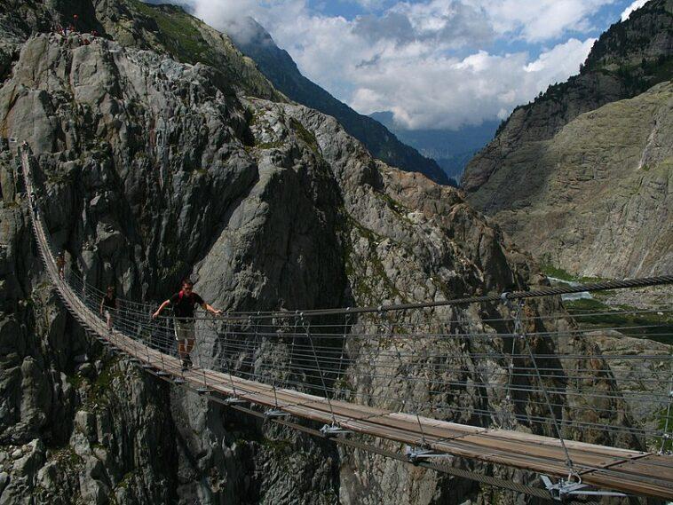 The world's most dangerous bridges 16